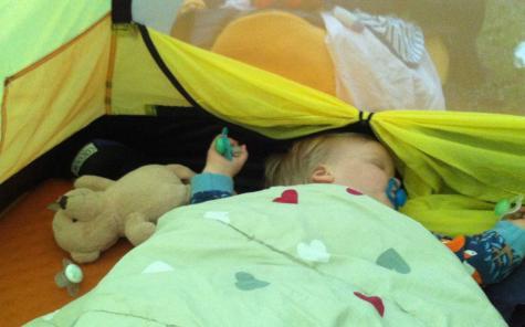 Man sover gott i tält.